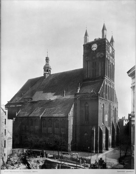 Fotografia kościoła św. Jakuba z czasu około 1880. Przed renowacją i odbudową wieży. MNS/A.Foto/6164