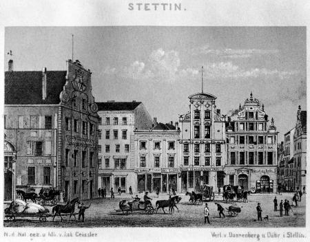 Rynek Sienny z dwoma barokowymi domami na rogu ulicy Osiek, rysował i litografował Robert Geißler 1869. MNS/A.Foto/5362 B