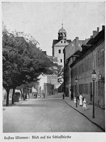 Widok z obecnej ulicy Korsarzy na wieżę kościoła zamkowego. Obraz Gustava Wimmera. Sygn.: G. Wimmer 1933. 139 x 105,5cm. MNS/A.Foto/16149